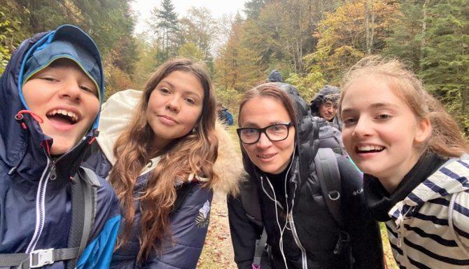 """#ProfesoriiIOANID: """"Elevii mă ajută să îmi păstrez legătura cu copilăria și adolescența"""" – Adina Bahnaru"""